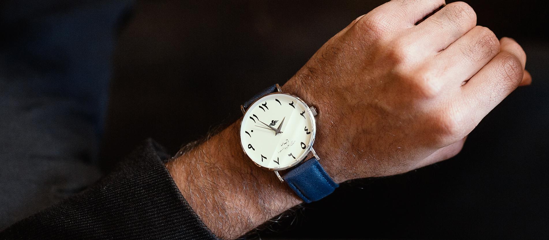 ساعة اليمامة اللون الازرق الداكن