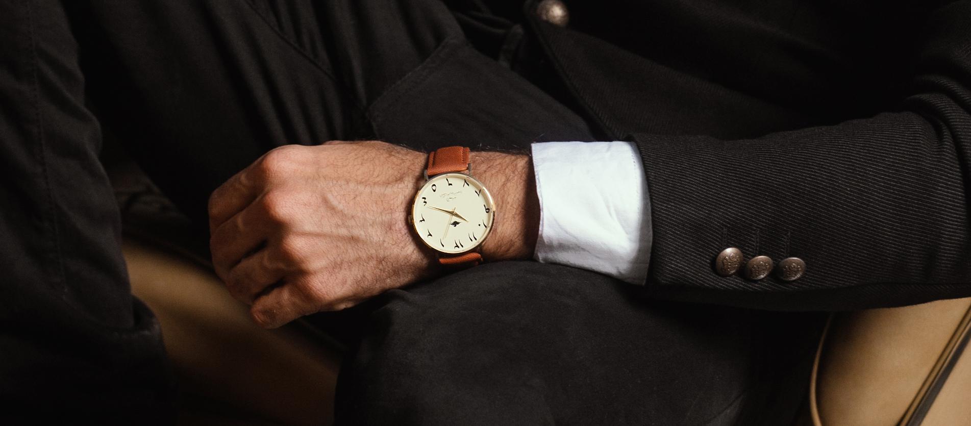 ساعة اليمامة اللون البني الجملي