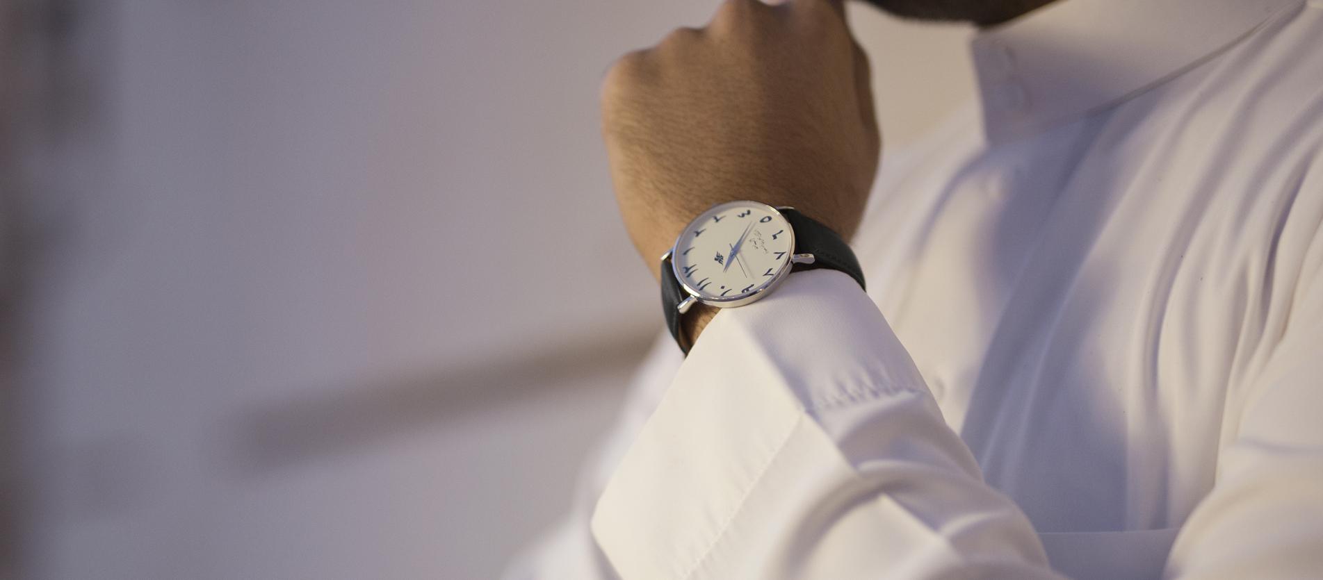 ساعة اليمامة اللون الاسود
